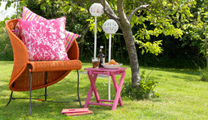 spray-painted-garden-furniture-rust-oleum1